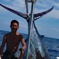 クレーンズ沖縄、鶴丸のトローリング2011年9月7日に釣れた238kgのカジキ、船長は鶴巻守