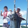 140kgの大物カジキと二人の男