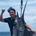 クレーンズ沖縄、鶴丸のトローリングで20153月31日上がった150kgのカジキ