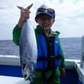 ライトトローリングでスマガツオを釣った小学生の男の子