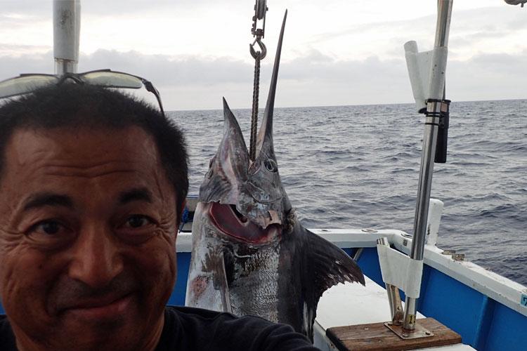 150kgのカジキとクレーンズ沖縄:鶴丸、鶴巻船長の顔アップ