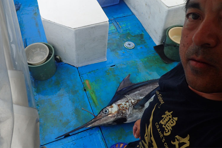 50kgのカジキとクレーンズ沖縄:鶴丸、鶴巻船長の顔
