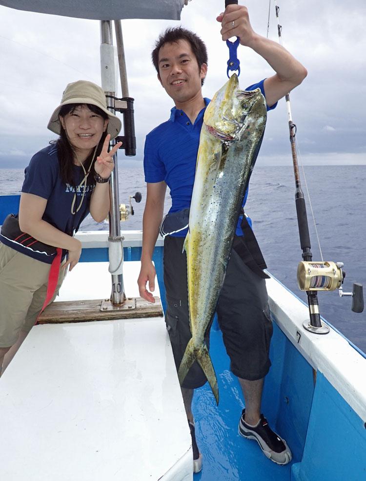 トローリングでシイラを釣った夫婦