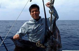 50kgのバショウカジキ(セイルフィッシュ)と釣り上げた高校生