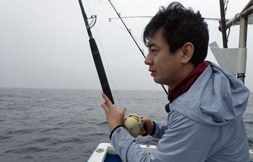 カツオ釣り中