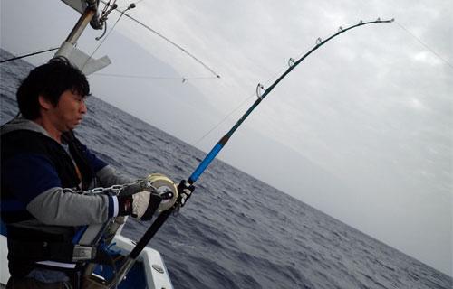 カジキ釣り中の男