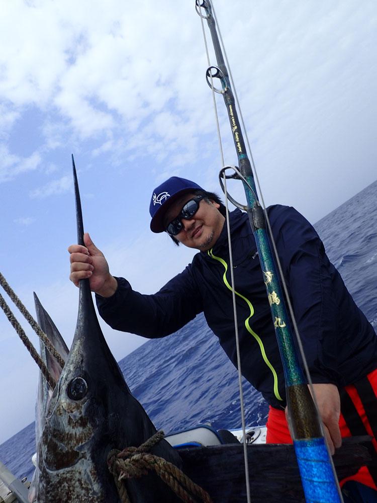 鶴丸自作ロッドと釣り上げたマカジキ