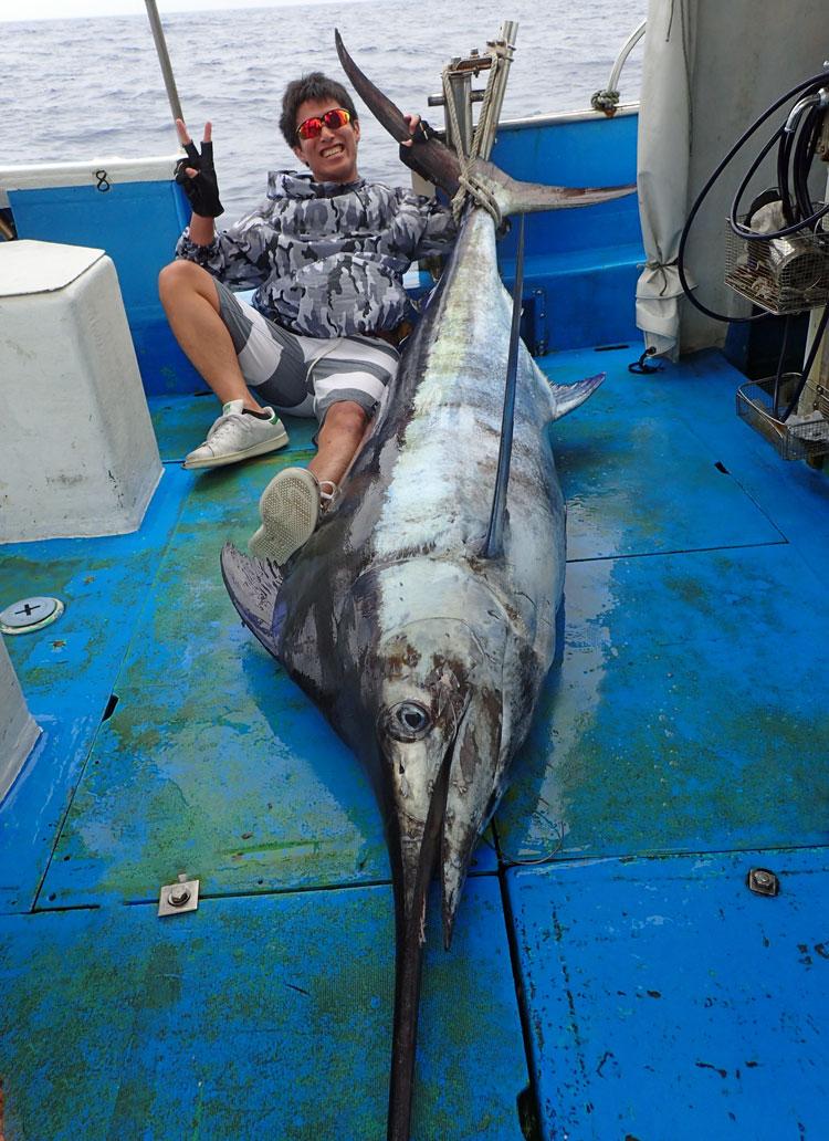 100kgカジキと釣り人