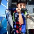 スマガツオを釣った少年