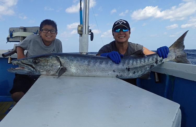 バラクーダ20kgと釣った親子