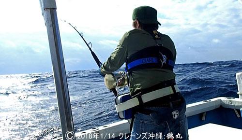 バショウカジキを釣っている男の後ろ姿