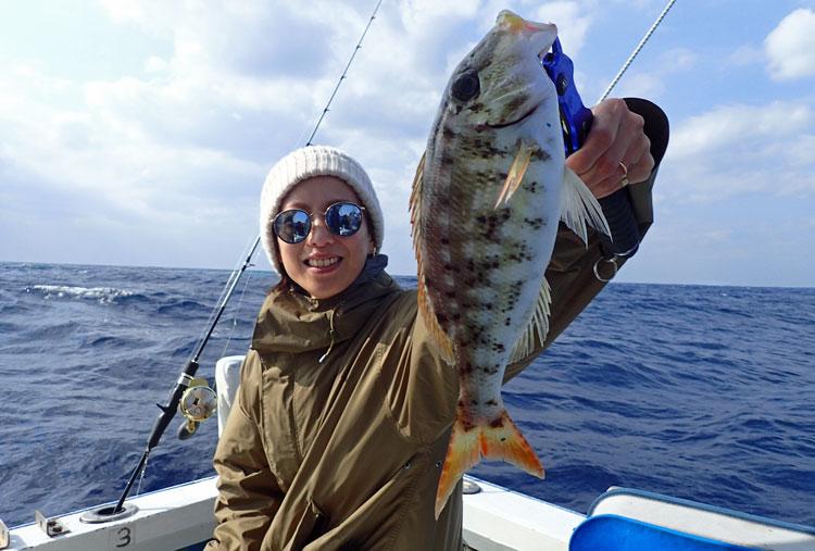 フエフキダイを釣った女性
