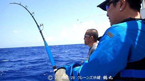 カジキを釣っているパパ