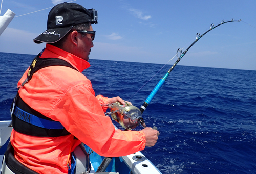 シイラ釣り中のアングラー