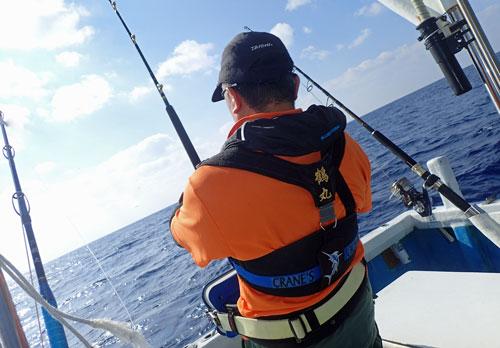 セイルフィッシュを釣っている釣り人