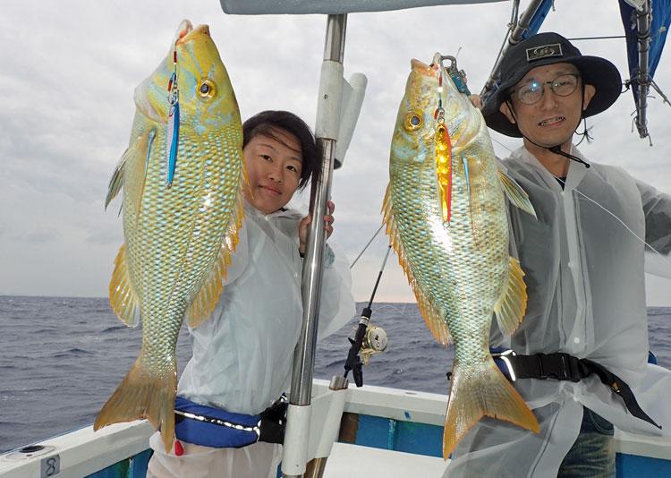 ジギングにてタマン(ハマフエフキ)と釣り人