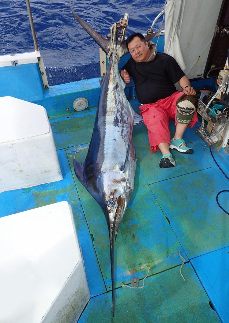 釣り上げたカジキと愛知県からのアングラー