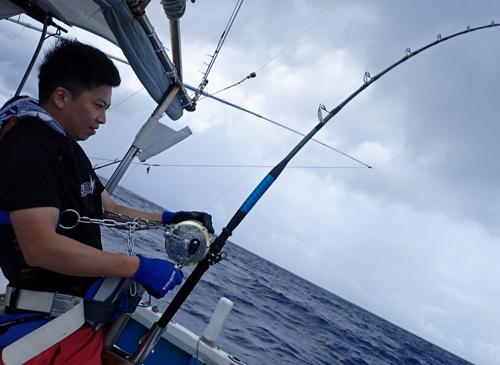 カジキを釣っている男