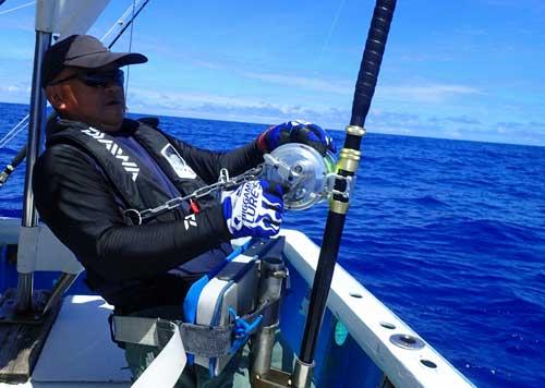 カジキを釣っているアングラー