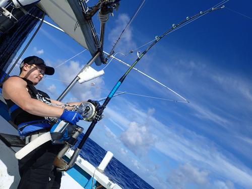 カジキを釣っている広島県から来た若い男性