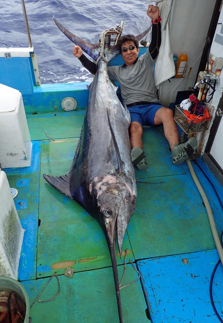 120kgのカジキを釣り上げた香川県から来た男性