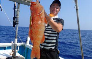 沖縄のジギングで釣れた高級魚アカジン(スジアラ)
