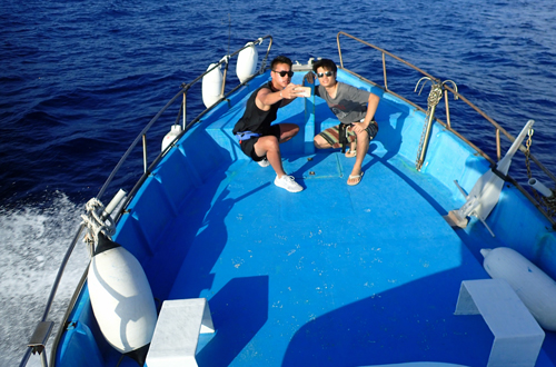 船上で記念撮影