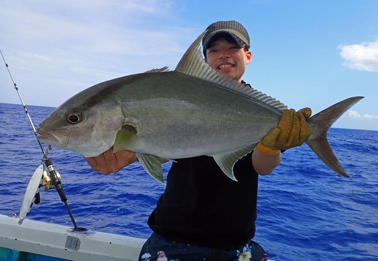 クレーンズ沖縄、鶴丸のジギングで釣れたカンパチ