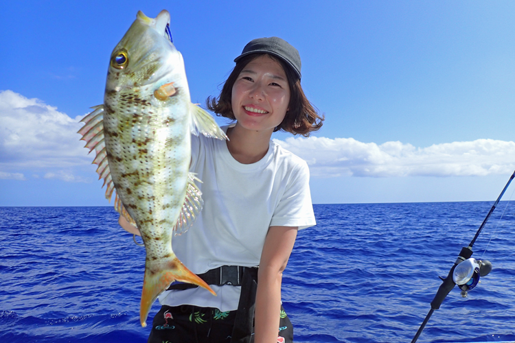 クレーンズ沖縄、鶴丸のタイラバで女性アングラーがフエフキダイ