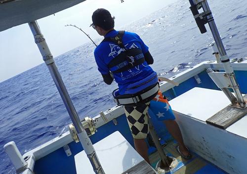 カマスサワラを釣っている男