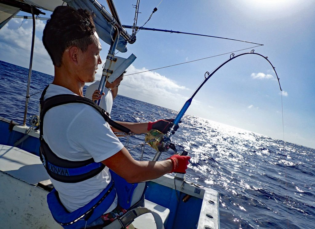 クレーンズ沖縄のトローリングでカジキを釣っている熊本県の男性