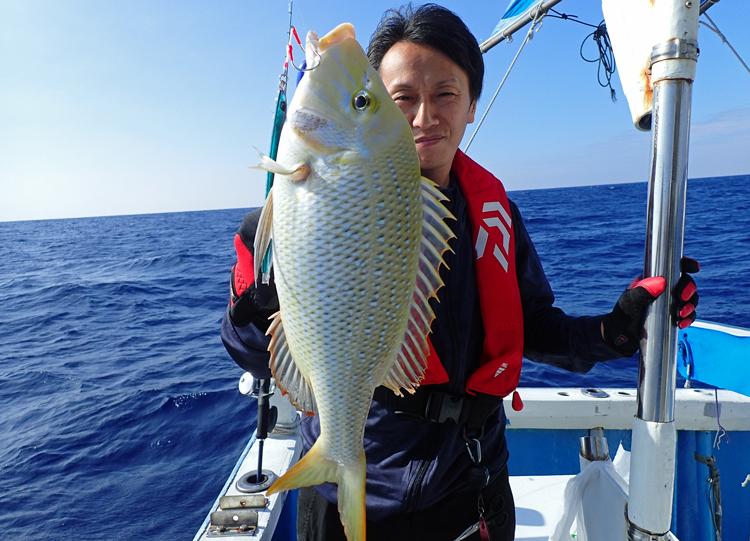 クレーンズ沖縄のジギングで釣れた2匹目のタマン