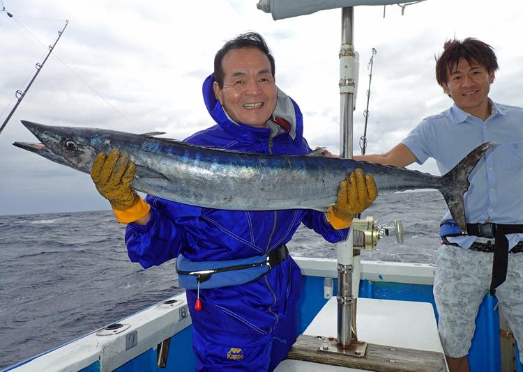 トローリングでカマスサワラを釣ったお父さん