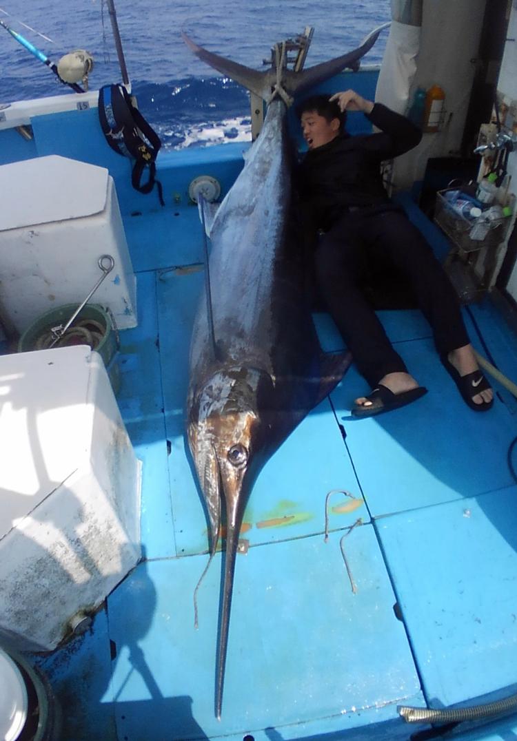 クレーンズ沖縄、鶴丸のトローリングでカジキを釣った男