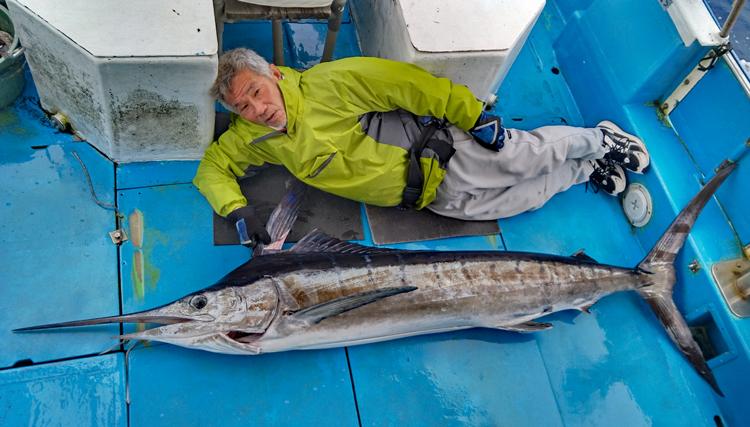 クレーンズ沖縄のトローリングでマカジキを釣った三重県の男