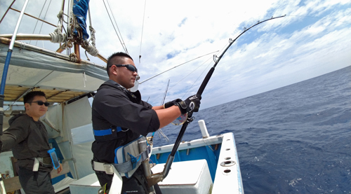 クレーンズ沖縄のトローリングでカジキを釣っている神奈川県の男性