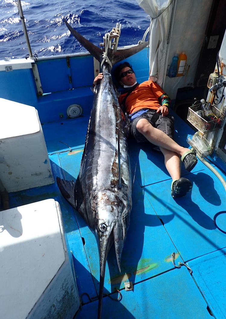 2021年5月2日ゴールデンウイークに釣れた100kgのブルーマーリン