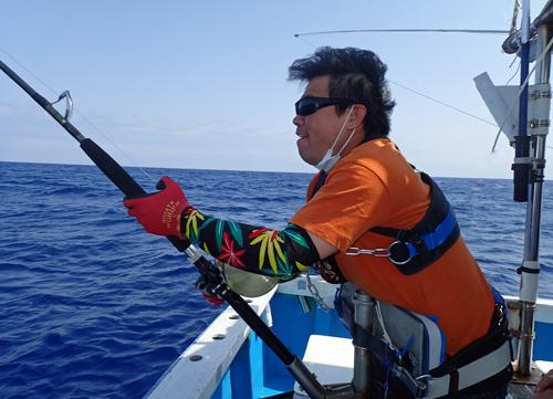 2021年のゴールデンウイークにカジキを釣っている男性