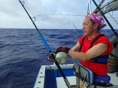 良型シイラを釣っている栃木県の男性