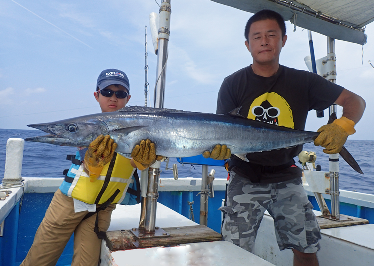 10kgのカマスサワラを釣り上げた小学4年生