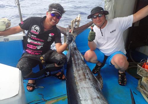120kgのカジキを釣り上げた滋賀県と京都府から来た男性