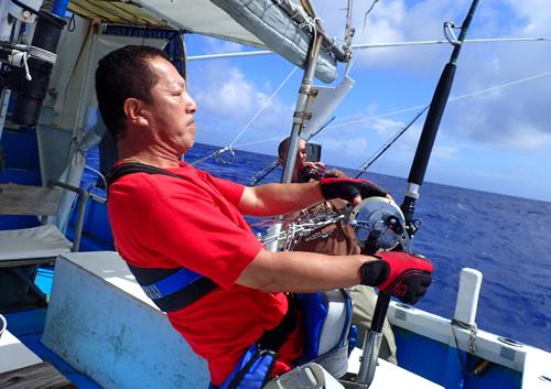 カジキを釣っている栃木県から沖縄に来た男性