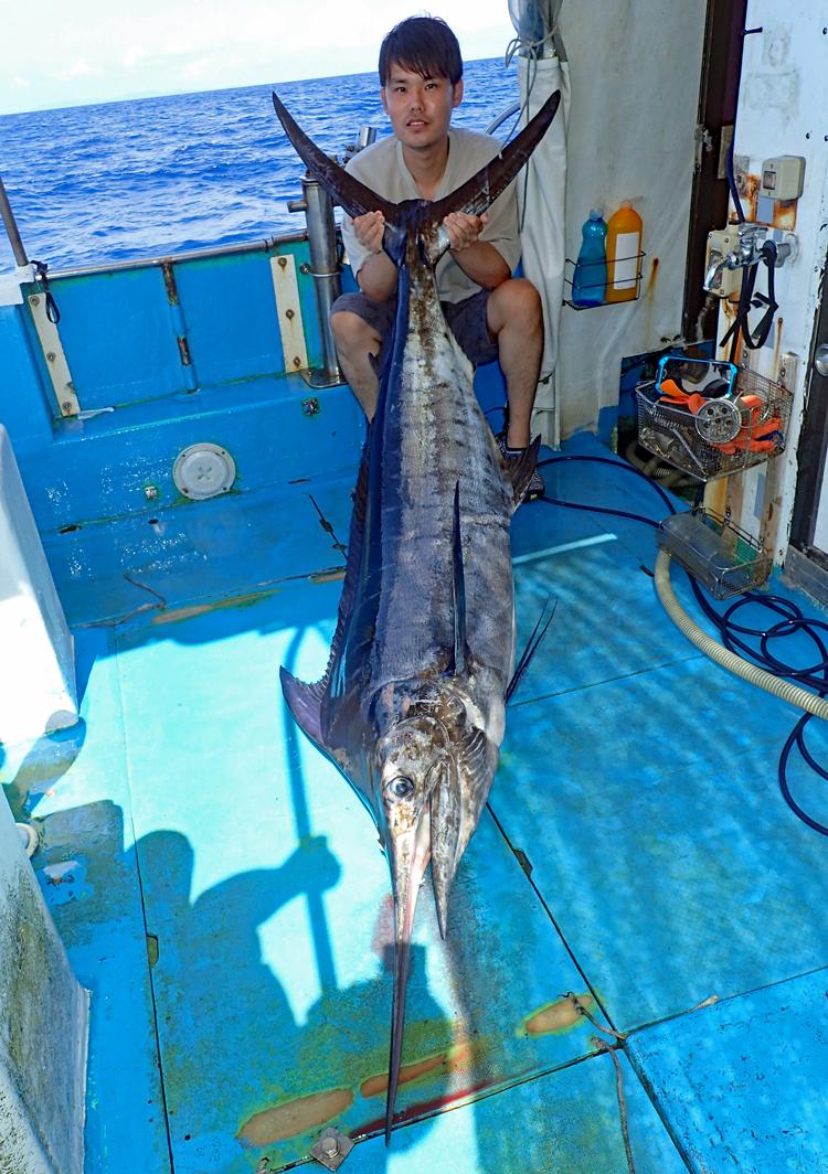 クレーンズ沖縄のトローリングでカジキを釣った千葉県の男性