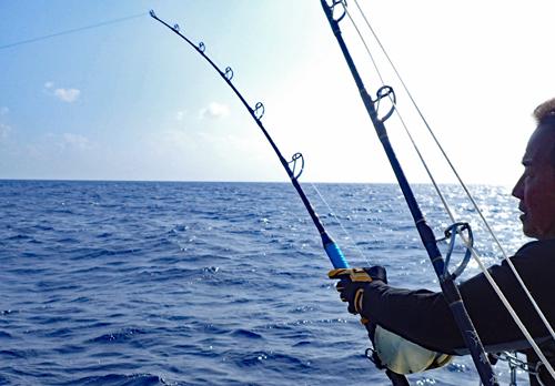 クレーンズ沖縄のトローリングでカジキを釣っている三重県の男性