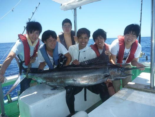 大学生がカジキ釣る