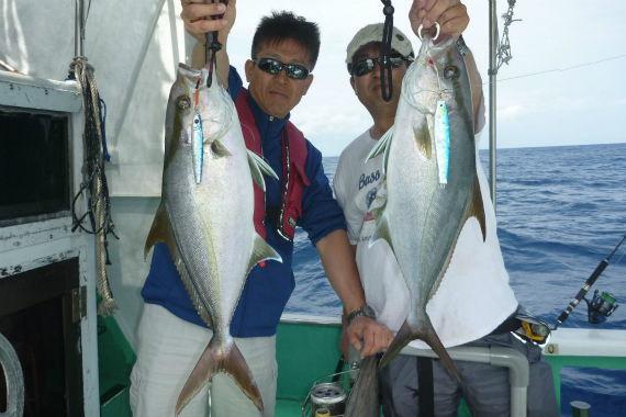 ジギングでカンパチ!!!沖縄の釣り船クレーンズ.jpg