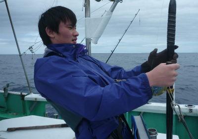 トローリングで高校生がカジキトファイト!!!沖縄の釣り船クレーンズ.jpg