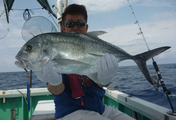 ジギングでGT!!沖縄の釣り船クレーンズ.jpg