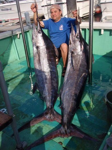 カジキ1名で2本釣り上げた男性